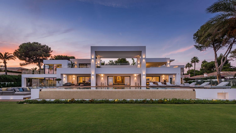 Недвижимость для роскошной жизни — гораздо больше, чем просто хороший дом. Особенно актуально это утверждение в Марбелье, которая знаменита своей эксклюзивностью и шиком.
