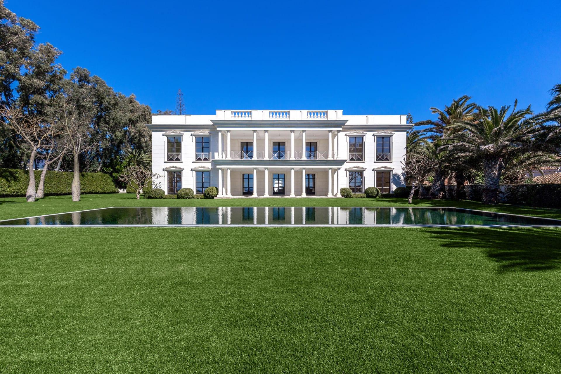 Imponente Villa frente al mar en Guadalmina Baja