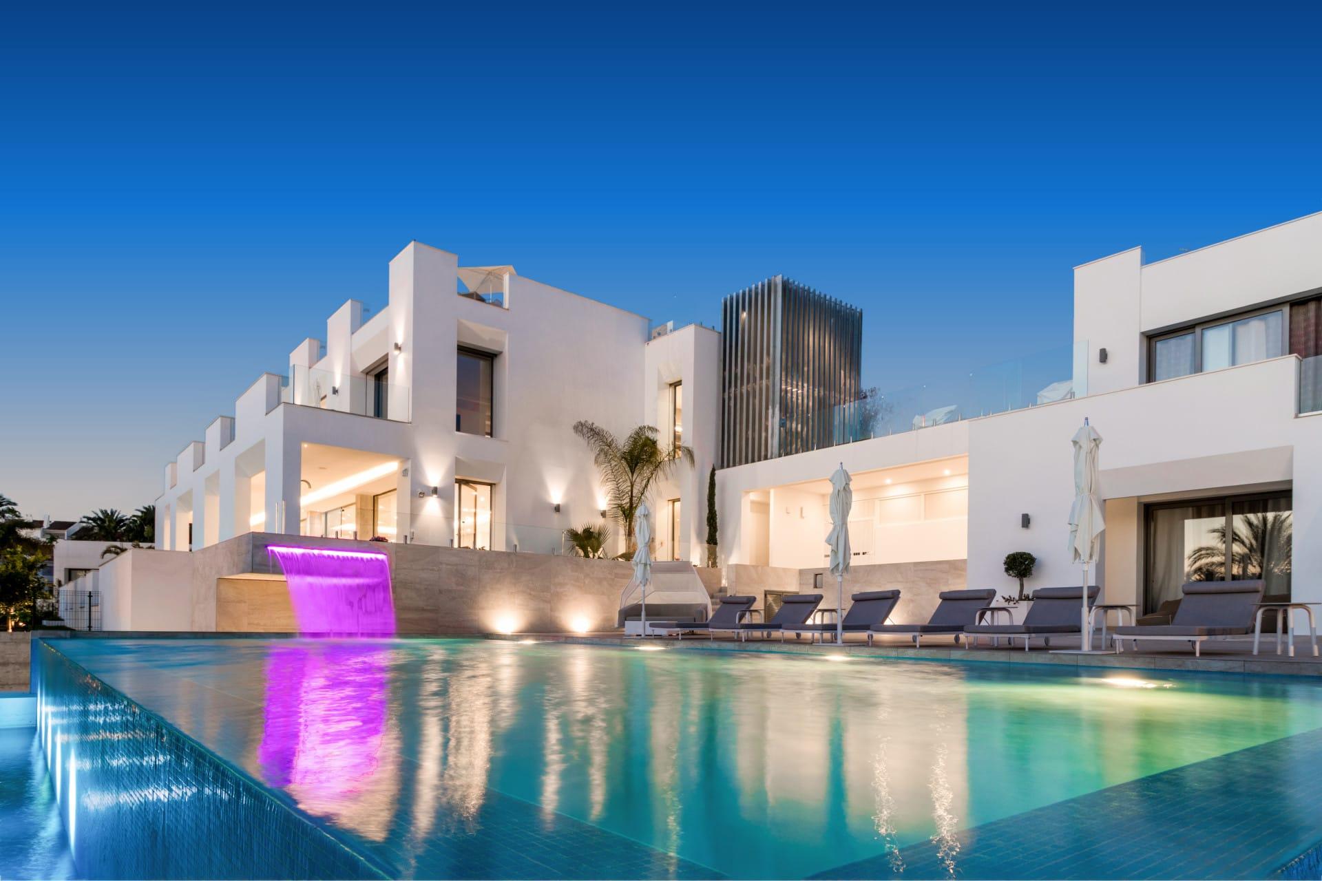 Magnifica y moderna Villa de lujo en venta en Nueva Andalucía, Marbella